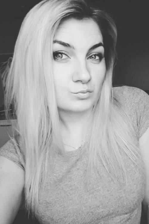 Model Jenny aus Aidlingen Haarfarbe: blond (hell)
